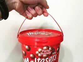 hop-keo-socola-maltesers-party-bucket-520-g-cua-my-8